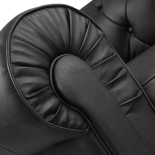 Traditioneller Sessel im Chesterfield-Stil