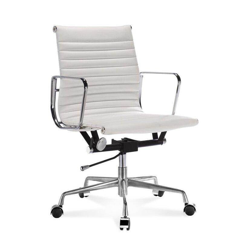 halbhoher eames office chair mit geripptem wei em leder 330 0. Black Bedroom Furniture Sets. Home Design Ideas
